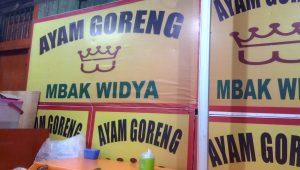 Ayam Goreng Mbak Widya di Jalan G. Bawakaraeng dekat Hotel saya nginap