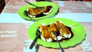 Mencoba Kuliner Khas di Pantai Losari yaitu Pisang Epe