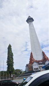 Salah satu bangunan yang sempat difoto di kota Makassar lupa namanya