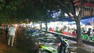 Suasana Kulineran di Pantai Losari Makassar